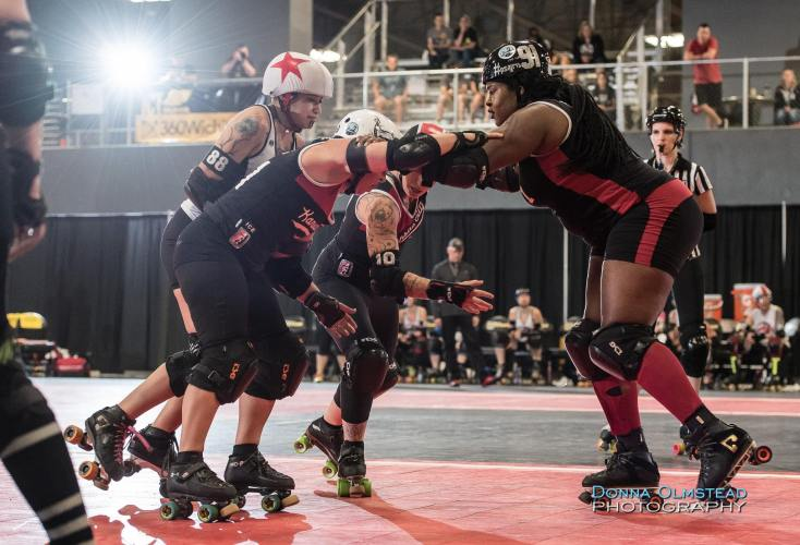 Foxxi Brown leads a pack of skaters in a 2016 WFTDA roller derby tournament