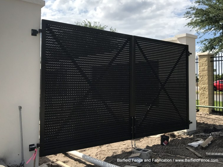 Aluminum Louver Gate with Vented Panel