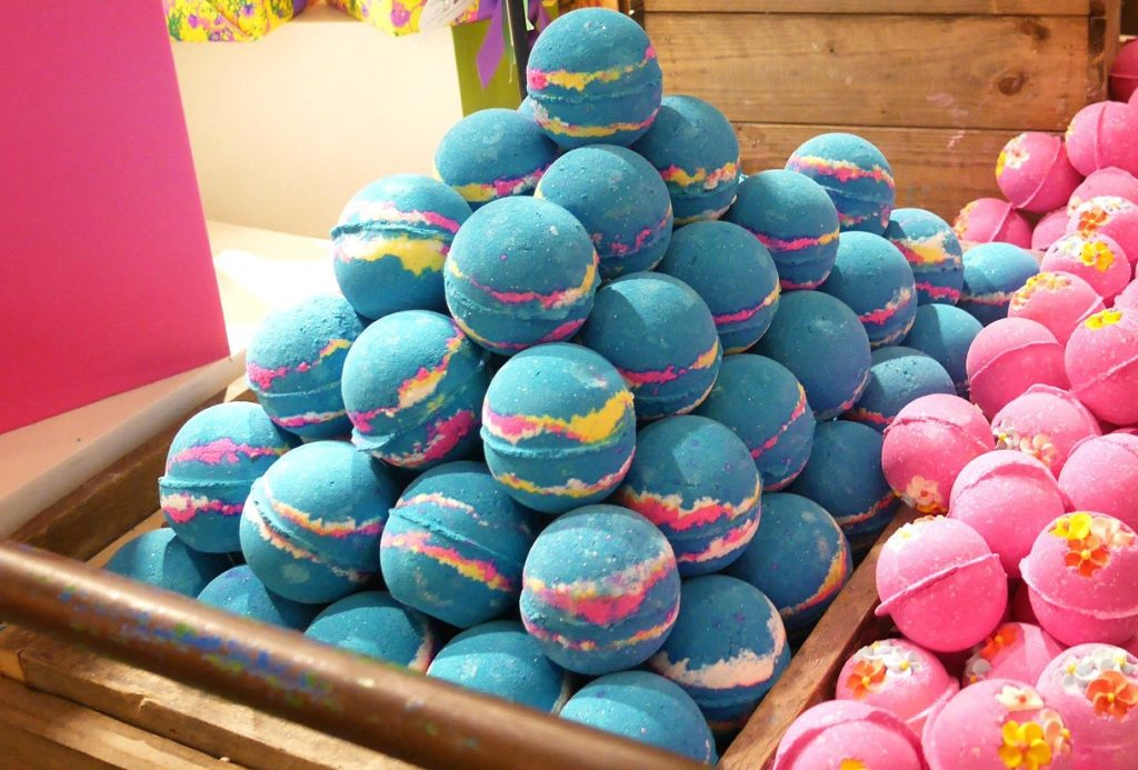 DIY LUSH Inspired Bath Bombs Are The Bomb