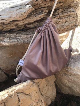 różowy plecak typu worek o blizej nieokreslonym kształcie