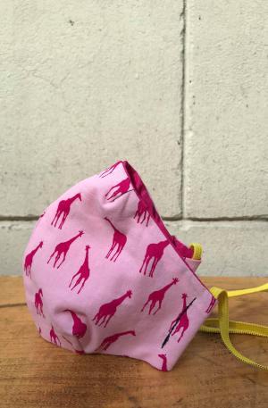 maseczka różowa w żyrafy