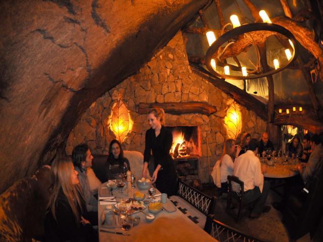 Resultado de imagem para jantar na caverna patagonia