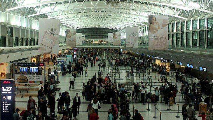 Aeroporto Ezeiza cheio