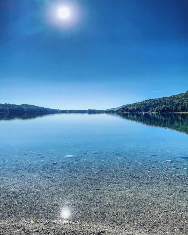 Lago cristalino em Bariloche.