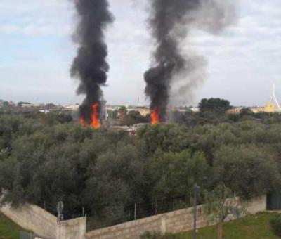 Bari: incendio in campo Rom, nessun ferito