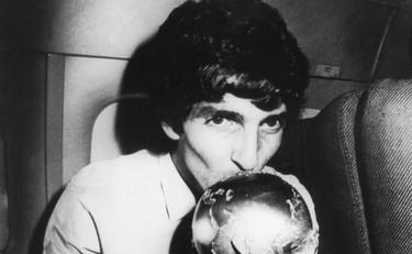 Lutto nel mondo del calcio: è morto il grande Paolo Rossi, idolo dei mondiali 1982 – Aveva 64 anni