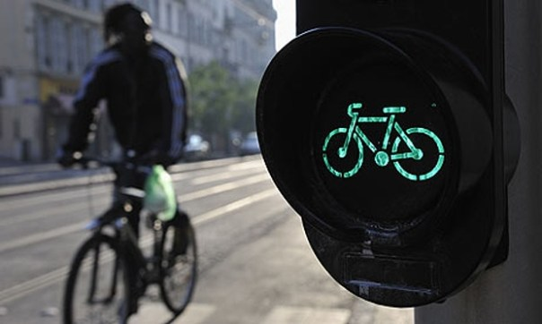 Trafficlight and cyclist
