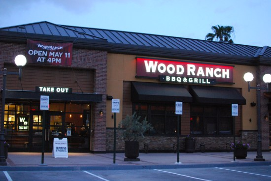 While it may seem I like a LOT of the places I've been to is because, I'm a  BBQ lover. Can BBQ be done wrong? Well, sure it can. - Wood Ranch BBQ & Grill - BaronsBBQBeat