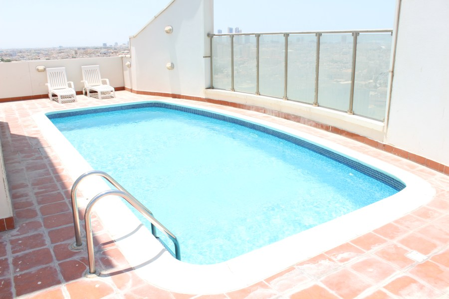 Bright Two Bedroom Vibrant Apartment 7