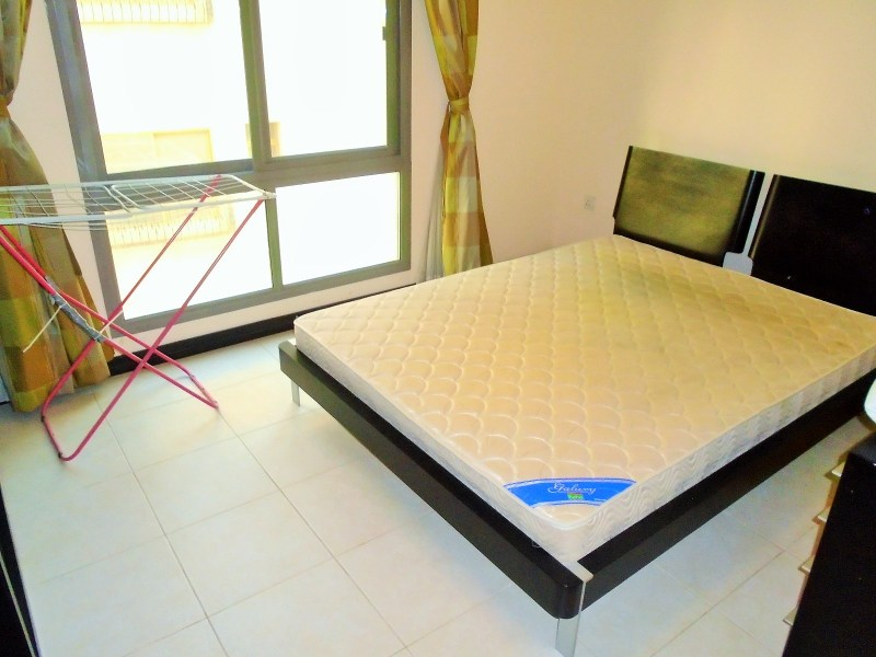 Splashy Two Bedroom Apartment4