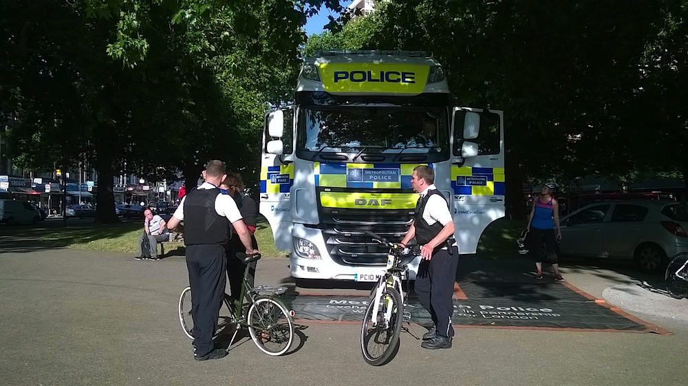Exhanging Places - Met Police discussing safety with cyclists