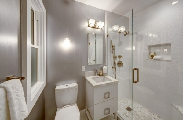 2415 Buchanan BR Bath _0340b PRINT