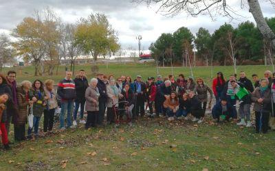El IES María Moliner pasea entre villancicos con mayores de Oliver