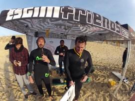 Photographe : Estim Association - surfeurs (de gauche à droite) : Stéphane Ducos, Guillaume Mangiarotti, Jean Sebastien Estienne