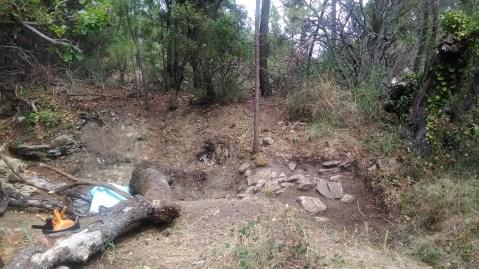 Vue d'ensemble. A gauche la partie découverte en juillet protégée par un liner.