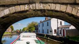 Sandra's returned to the boat, and we continue onto the Rufford Arm of the L&L Canal