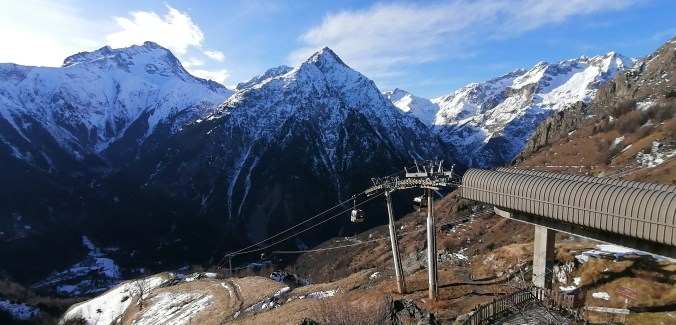 Cable car from Les Deux Alpes to Venosc