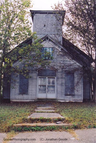 abandonedchurch_in_a_smalltown_11