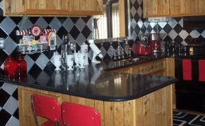 Larrys-Retro-Kitchen-2.fw_-e1350421093771-300x185