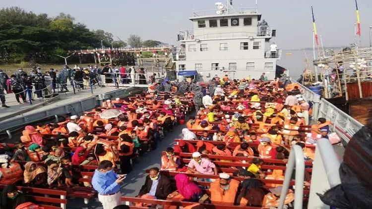 ভাসানচরের পথে যাত্রা রোহিঙ্গাবাহী জাহাজ