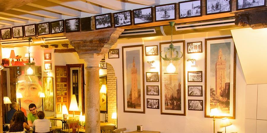 antiguedades bar decor