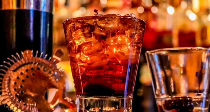 Quick Guide to Classic Bartending Techniques