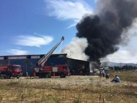Bartın'da ayakkabı fabrikasında çıkan yangın kontrol altına alındı