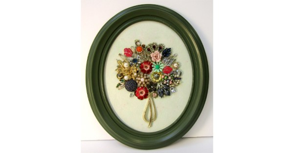 bouquet in olive green round frame