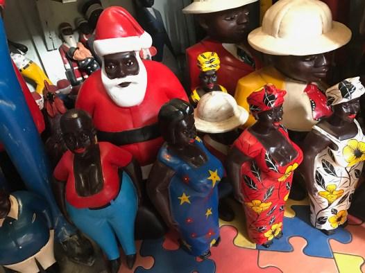 czarny Mikołaj z obstawą