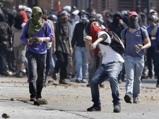 Scontri a Santiago de Chile  (AP Photo/Roberto Candia)