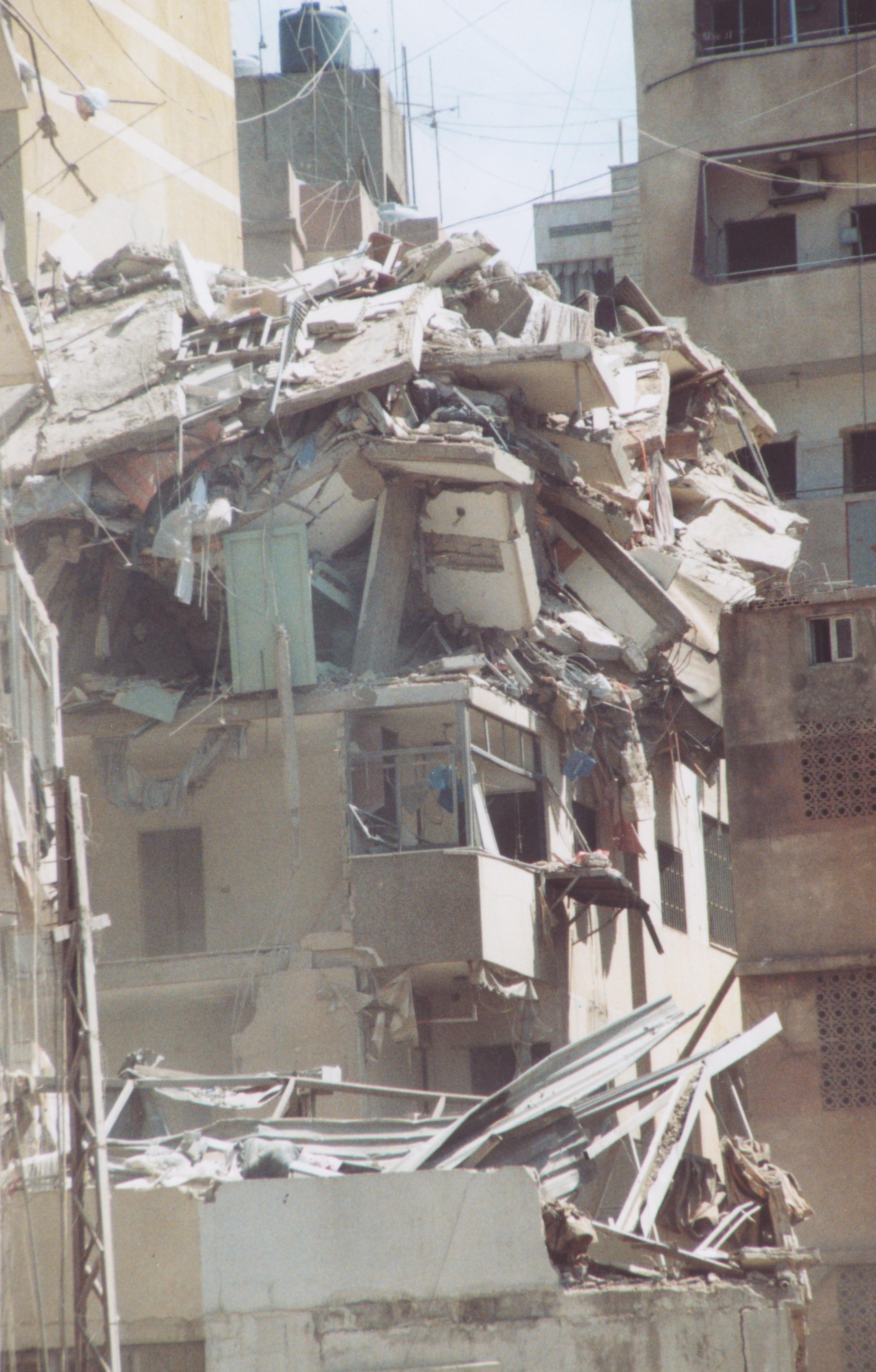 Foto di Valentina Perniciaro _Beirut e i bombardamenti israeliani, agosto 2006_