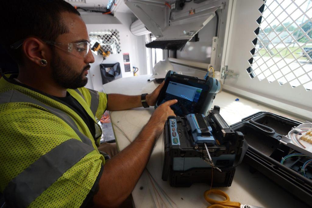 Fiber Optics Splicing Testing Design Technician