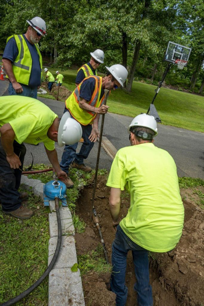 Project Management Team Construction Underground Trench Fiber Optics Cable