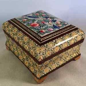 Schmuck-Schatulle im persischen Khatam-Stil mit Vogel-Motiv auf dem Deckel