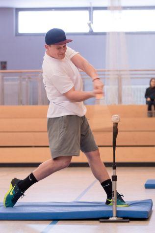 Iwan hitting