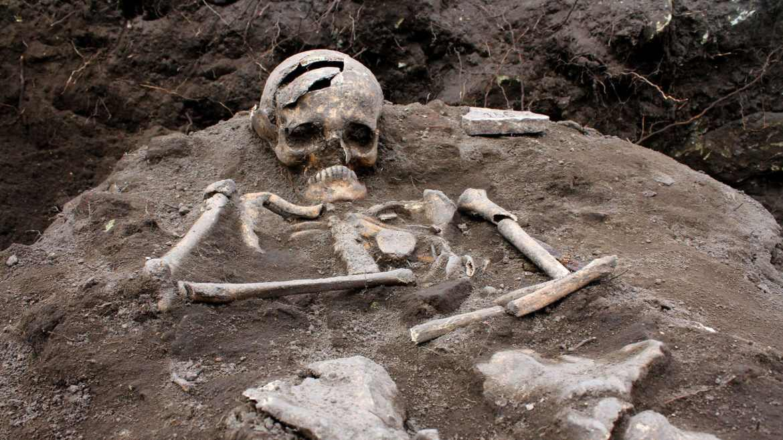 141014-strohlic-vampire-graveyard-tease_vv8sw7