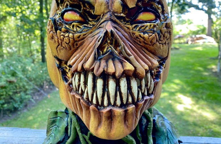 MONSTROUS MASK REVIEWS: Possessed Pumpkin by Ghoulish Productions