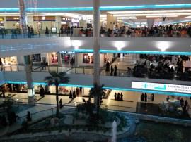 Riyadh Mall gedurende gebedstijd als alles dicht gaat..... lekker ff bijkletsen