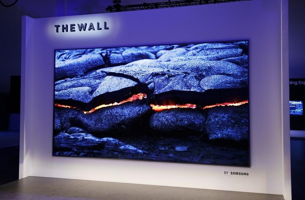 سامسونج تزيح الستار عن تلفازها الجديد The Wallبحجم 146 بوصة ويستخدم تقنية MicroLED