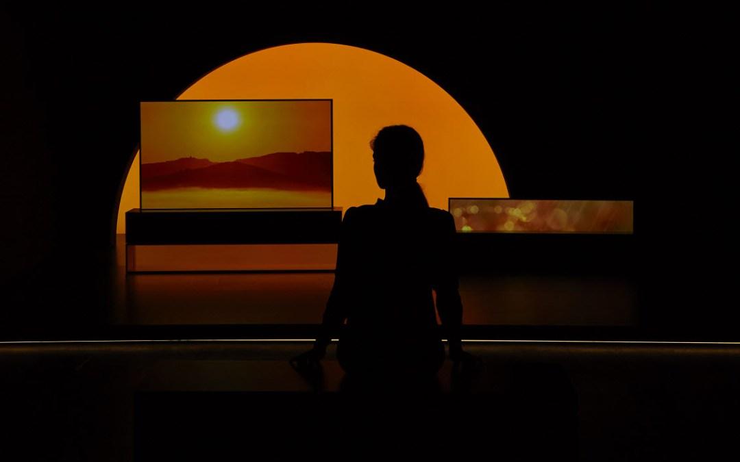 تلفزيون إل جي القابل للطيّ يسلّط الضوء على الأجهزة الجريئة في أسبوع التصميم في ميلانو