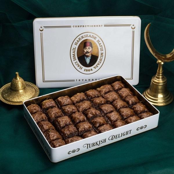 بقلاوة بالشوكولاته والفستق 1,800 غرام