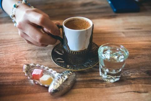 قهوة و راحة الحلقوم التركية