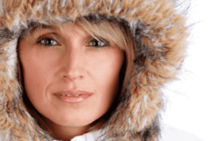 7 نصائح جميلة للعناية بالبشرة الحساسة في الشتاء
