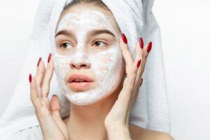 معلومات عن البشرة الدهنية Oily skin وكيفية العناية بها وطرق التغذية السليمة