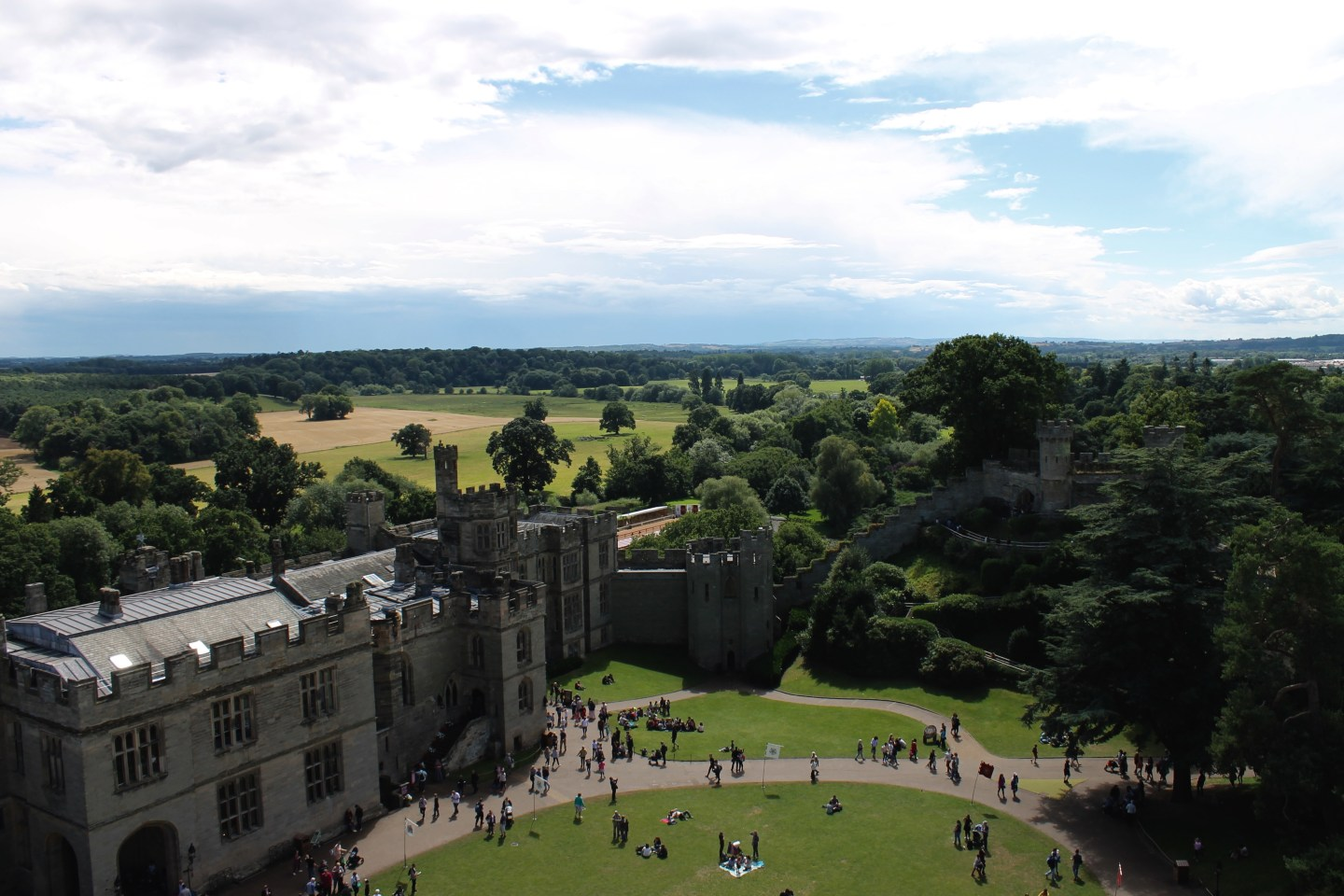 Stratford-Upon-Avon, Warwick Castle and Oxford Day Tour