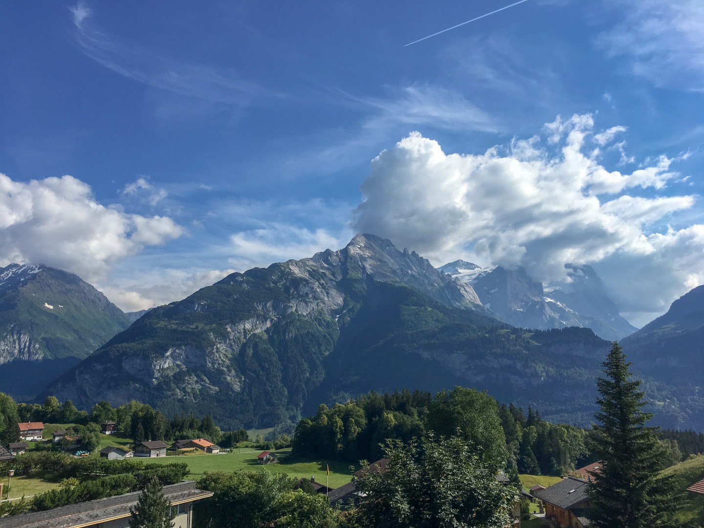 Backpacking in the Swiss Alps: Meiringen, Aareschlucht and Reuti