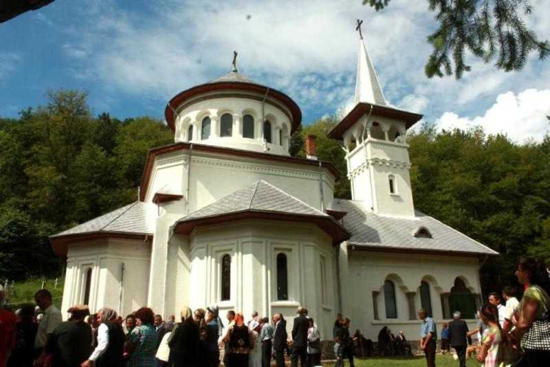 resfintire-de-biserica-la-carpenis-judetul