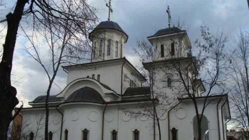 pe-urmele-sfintilor-romani-la-biserica