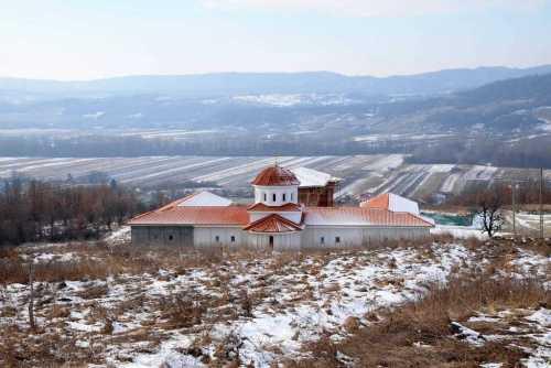 4-Manastirea-memorial-Justinian-Marina_w2000_h1335_q100
