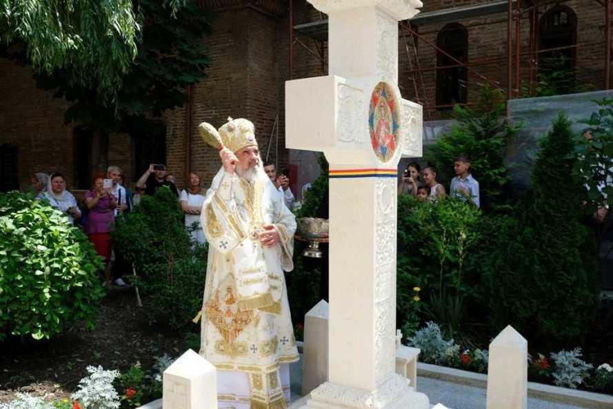 Patriarch Daniel blesses memorial cross dedicated to the Burning Bush Movement 2017